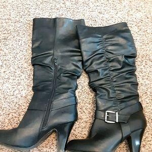 3/$15 Ladies black boots with heel